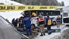 Minibüs, Samsun Plakalı Tıra Çarptı! 20 Yaralı