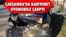 Çarşamba'da Kamyonet Otomobile Çarptı