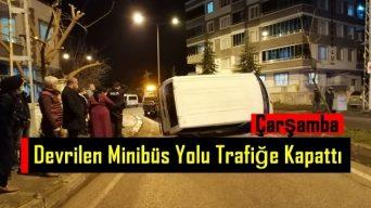 Çarşamba'da Devrilen Minibüs Yolu Trafiğe Kapattı